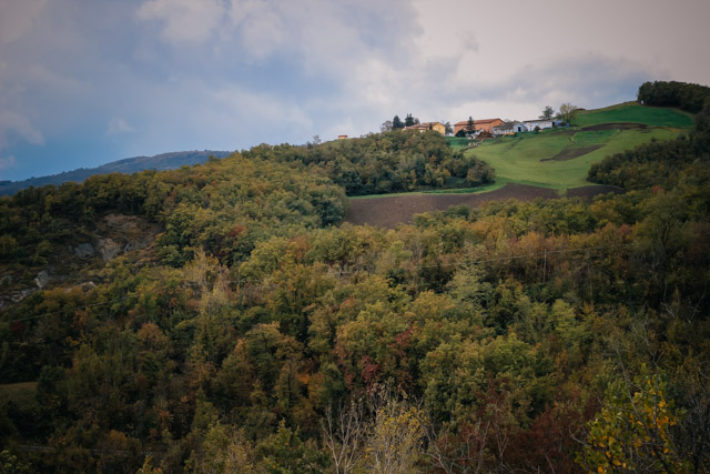 пейзаж на апенины италии из города Савиньо рядом с Болоньей