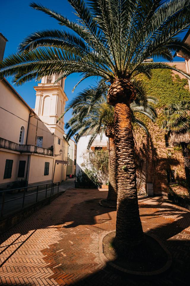площадь в центре Сестри Леванте городв в Италии в регионе Лигурия