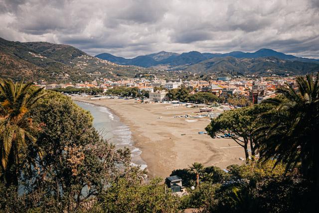 бухта сказок в городе Сестри Леванте в Италии регион Лигурия