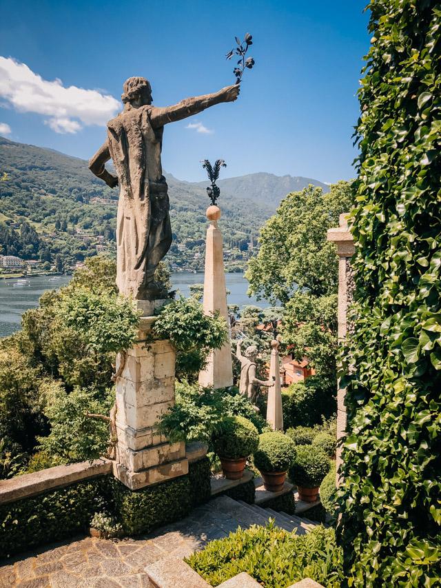 парк на озере Белла в Италии