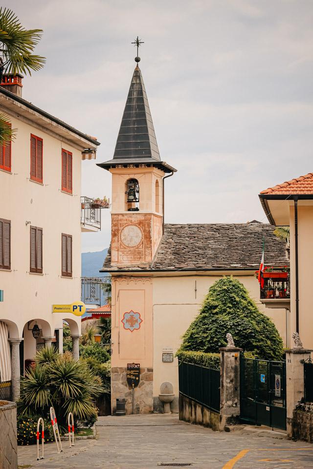 церковь сан роко в городе каннеро ривьера на озере Маджоре в Италии