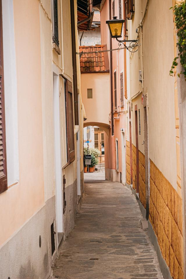 улочка в центре Каннеро Ривьера