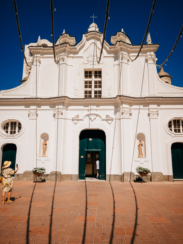 церковь в городе Анакапри на острове Капри рядом с Неаполем в Италии