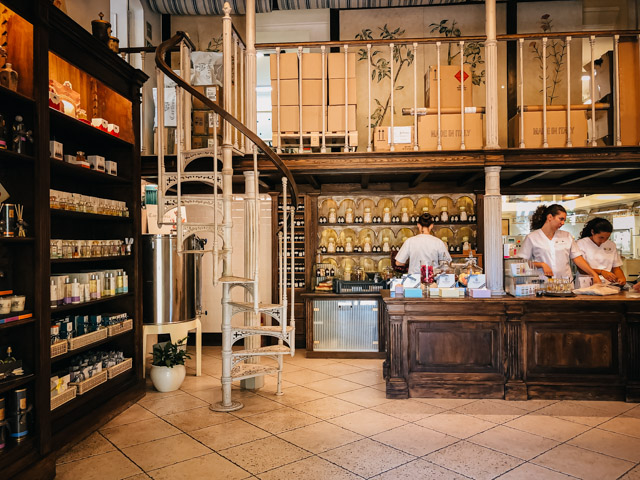 парфюмерный магазин на острове Капри рядом с Неаполем в Италии