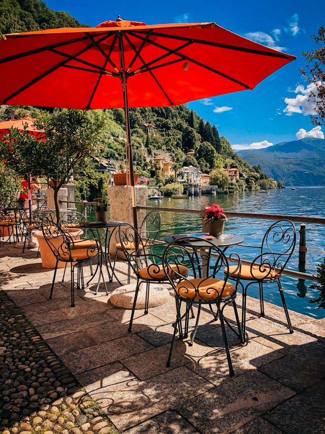 улочка в центре Каннеро Ривьера на озере Маджоре в Италии