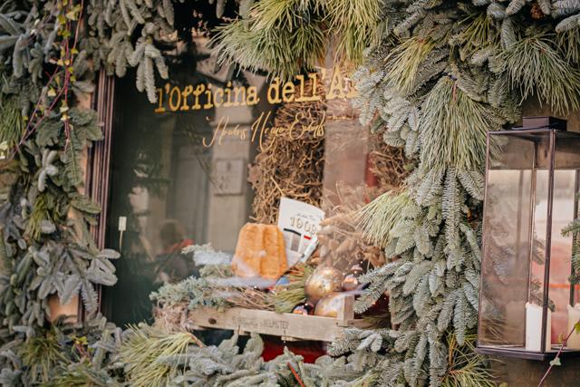 ветрина в рождественским куличом Вероны пандоро